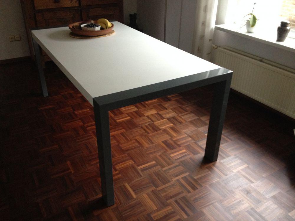 Eettafel met stoelen grijs te koop aangeboden op tweedehands